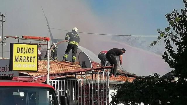 Konyada markette çıkan yangın söndürüldü