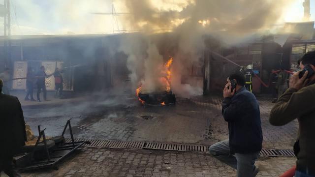 Tamir esnasında yanan araç 3 iş yerine zarar verdi