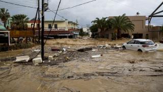 Yunanistan'ın Eğriboz Adası'nda sel meydana geldi