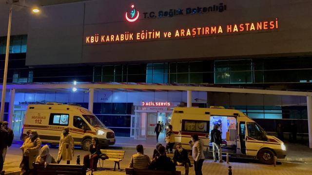 Karabükte devrilen otomobildeki 2 kişi yaralandı