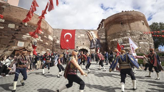Ankaranın başkent oluşunun 98. yıl dönümü etkinliklerle kutlandı