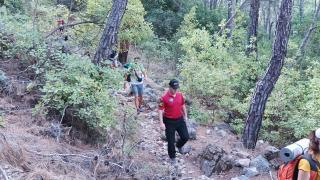 Kemer'deki orman yangını nedeniyle Likya Yolu'ndaki turistler tahliye edildi