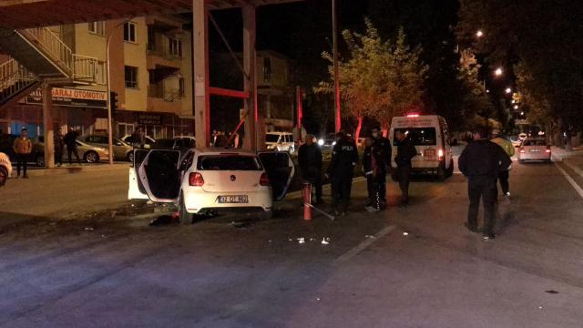 Burdurda beton bariyere çarpan otomobildeki 2 kişi öldü, 4 kişi yaralandı