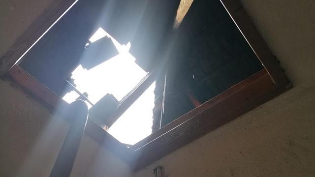 Manisada evin çatısına düşen yıldırım, yangına neden oldu