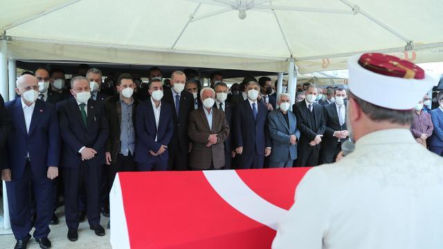 Cumhurbaşkanı Erdoğan, İsmet Uçmanın cenazesine katıldı