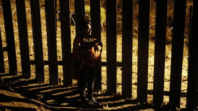 Polonyada sığınmacı krizi: Belarus sınırına duvar örülecek