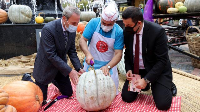 Edirnede vatandaşlar festivale kabak tatlısı ikramıyla davet edildi