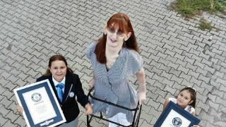 Dünyanın en uzun boylu kadını Guinness Rekorlar Kitabı'nda