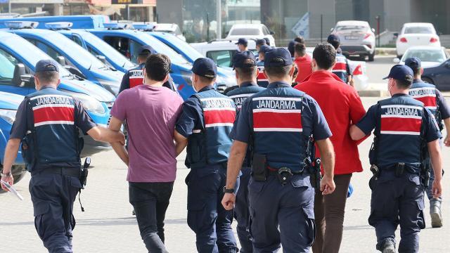 """İzmirde """"yeşil reçete"""" operasyonu: 2 doktor, 7 eczacı toplam 26 kişi yakalandı"""