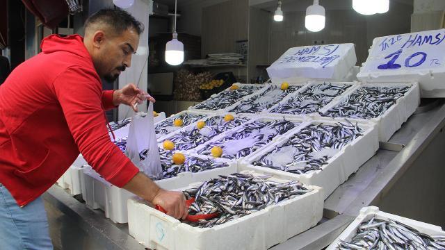 Karadenizde hamsi bolluğu: Fiyatı 10 liraya düştü