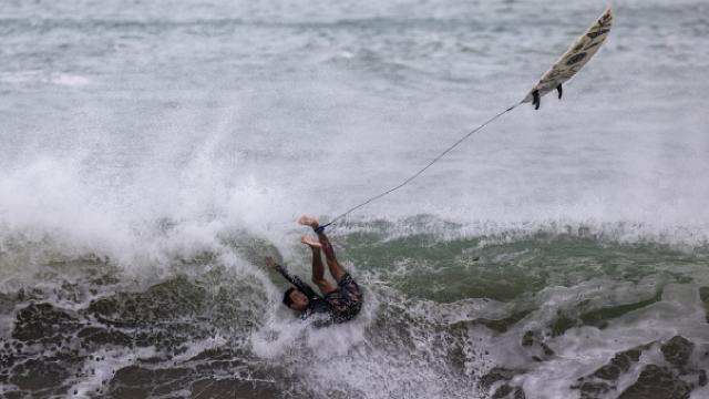 Hong Kongda Kompasu tropik siklonu endişesi: 8inci derece alarm ilan edildi