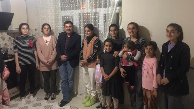 Iğdır Valisi Sarıibrahim, 9 kız kardeşi ziyaret edip Kız Çocukları Gününü kutladı