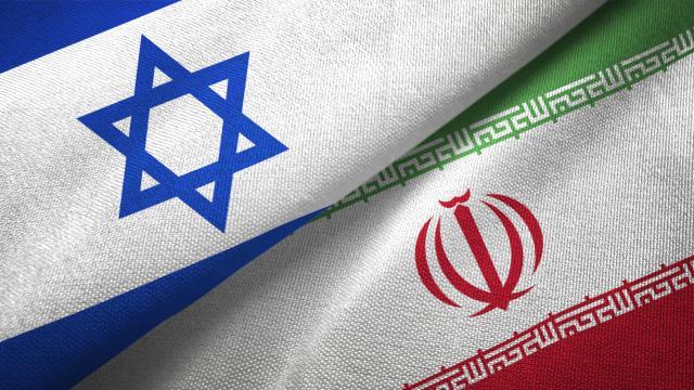 Eski Mossad Başkanı Cohen: İran nükleer silah elde etmeye yakın bile değil