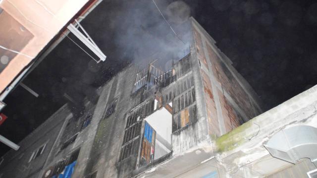 İstanbulda iş yeri alev alev yandı
