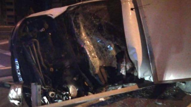 Kayseride yarış atlarını taşıyan kamyonet devrildi: 2 ölü, 1 yaralı