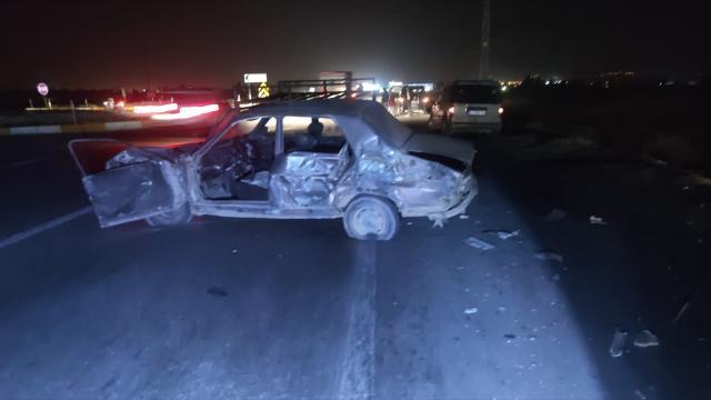 Konyada yolda kalan otomobili itmeye çalışan iki kişiye tır çarptı