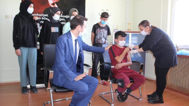 Saraykentte 12 yaş ve üzeri çocuklarda Covid-19 aşı uygulaması başladı