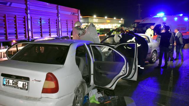 Kırıkkalede iki otomobilin çarpışması sonucu 4 kişi yaralandı