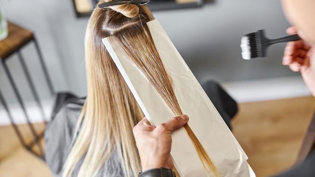 Yargıtaydan saç boyası kararı: Kuaförün kusuru yok