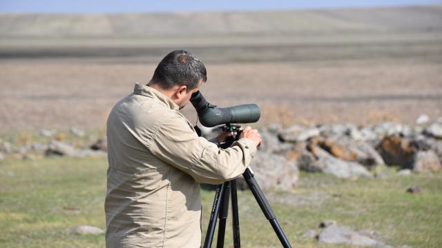 """Kuruyan Kuyucuk Gölü sağlanan """"can suyu"""" ile yeniden kuşları ağırlıyor"""