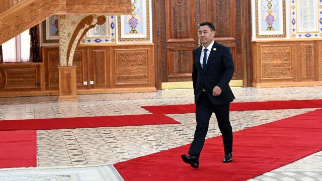 Kırgızistanda Caparovun önerdiği yeni kabine güvenoyu aldı