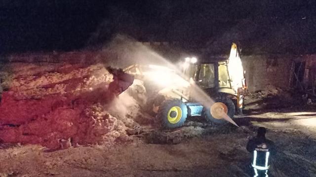 Vanda yangın: 40 ton saman ve 400 bağ ot kül oldu