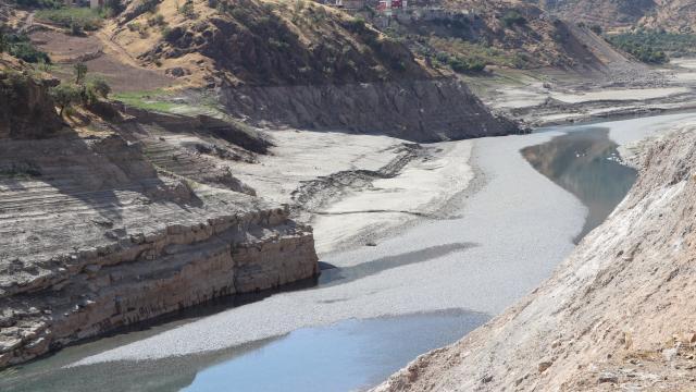 Siirtte kuraklık nedeniyle Kezer ve Botan çaylarının dibi gözüküyor