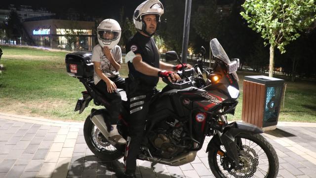 Siirtte polis, çocukların motosiklete binme isteğini gerçekleştirdi
