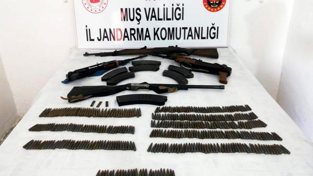 Muşta çok sayıda silah ve fişek ele geçirildi: 4 gözaltı