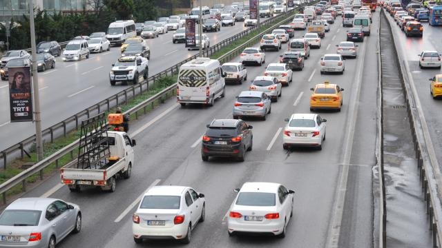 İstanbulda trafik yoğunluğu yaşanıyor