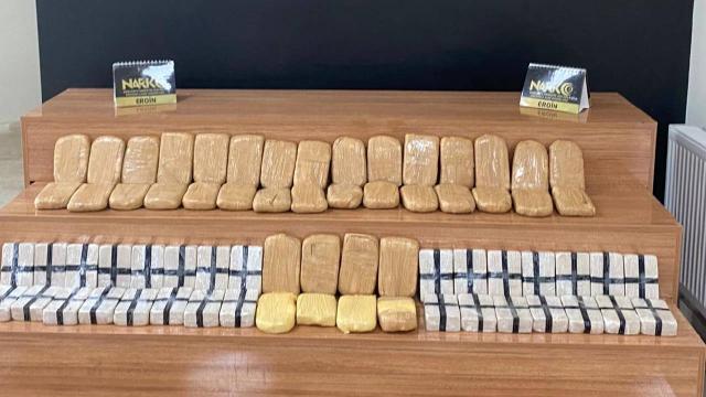 Durdurulan 3 otomobilden 149 kilogram uyuşturucu çıktı