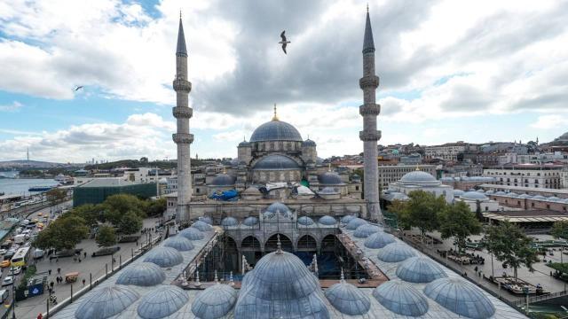 Yeni Camii tarihinin en kapsamlı restorasyonundan geçiyor