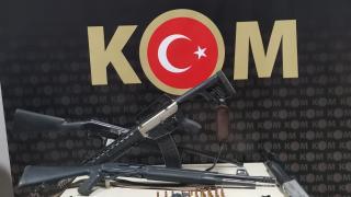 Ağrı'da evlerinde ruhsatsız tabanca ele geçirilen 2 kişi gözaltına alındı