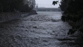 Atina'da sel hayatı felç etti