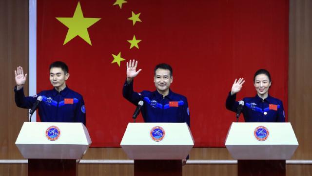 Çin uzay istasyonuna göndereceği 2nci taykonot ekibini tanıttı