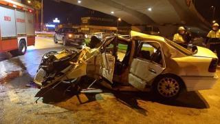 Denizli'de otomobil köprü ayağına çarptı: 3 ölü