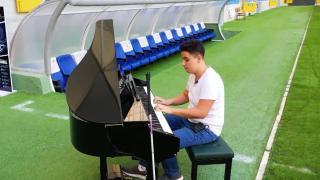 Futbol aşkını müzikle birleştirdi
