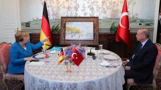 Cumhurbaşkanı Erdoğan'dan Merkel'e Ortaköy tablosu
