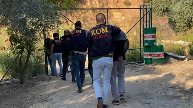 Mersin ve Diyarbakırda alıkoyma ve yağma iddiasıyla 9 zanlı yakalandı