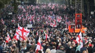 Gürcistan'da binlerce kişi Saakaşvili için protesto düzenledi