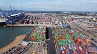 İngiltere'de tedarik krizi: Limanlar doldu, marketler boşaldı