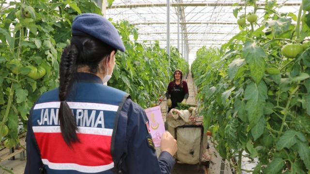Kırşehirde jandarma ekipleri kadınlara KADESi anlattı