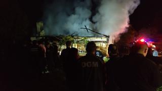 Kastamonu'da çıkan yangında 2 katlı ev yandı