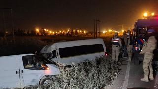 Şanlıurfa'da minibüs ile panelvan çarpıştı: 10 yaralı