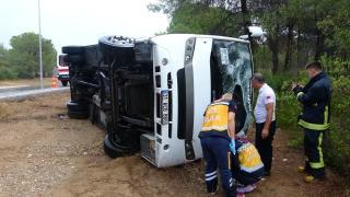 Antalya'da turistleri taşıyan midibüs devrildi: 8 yaralı