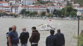 Muğla'daki fırtınada kayalıklara çarpan tekne battı