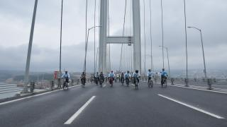 İklim değişikliğine dikkat çekmek için Osmangazi Köprüsü'nde pedal çevirdiler