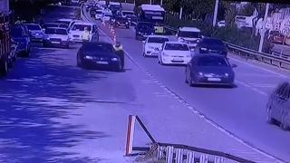 Kaçmaya çalışan otomobili durdurmaya çalışan polis yaralandı