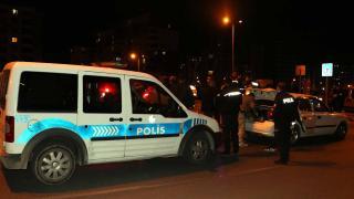 Polisin 'dur' ihtarına uymayan otomobildekiler yakalandı