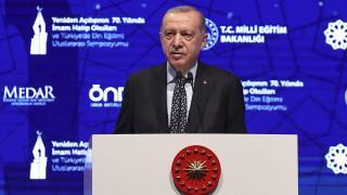 Cumhurbaşkanı Erdoğan: İmam hatiplerden kendi insanına kurşun sıkan hain çıkmamıştır